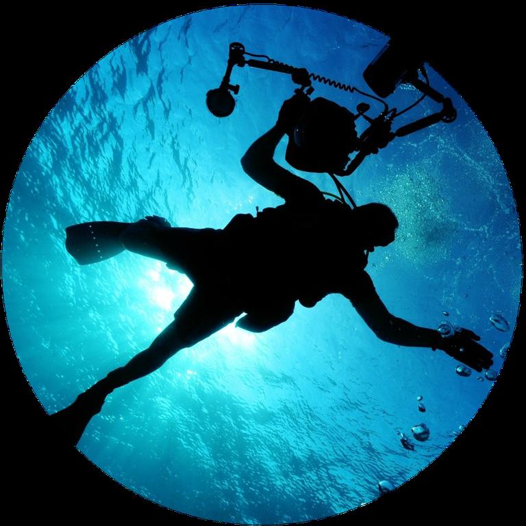 Round_sea-ocean-water-light-diver-underwater-camera.png